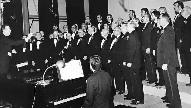 Indianapolis Maennerchoir performs in 1982.