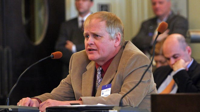 Open government advocate John Paff testifies before the Senate Law and Public Safety Committee in Trenton in January 2015.