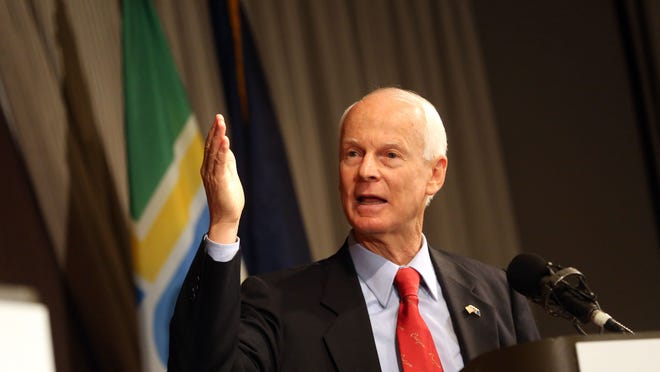 Rep. Dennis Richardson Government experience: Central Point City Council Oregon House Rep. Dennis Richardson debates his opponent for Oregon governor in the November election, Gov. John Kitzhaber, at the Sentinel Hotel in Portland.