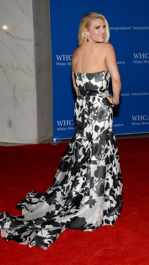 AP 2014 WHITE HOUSE CORRESPONDENTS' DINNER - ARRIVALS A ENT USA DC