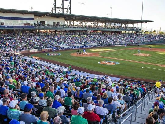 Sloan Park   JUEGAN: Chicago Cubs   CAPACIDAD: 14,156