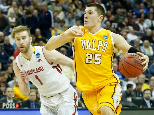 Will Alec Peters surpass Bryce Drew for Valpo's career scoring record?