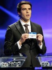 El jugador brasileño Kaká participó en el sorteo.
