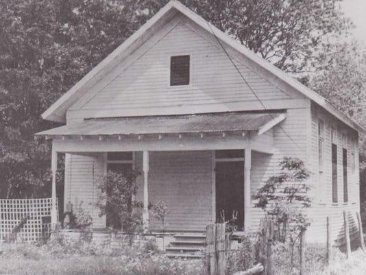 1903 first school in Duson.jpg
