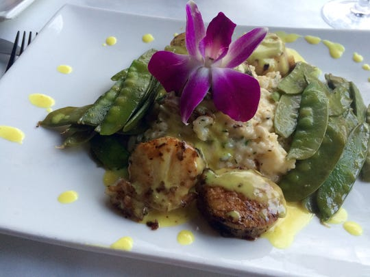 Diver scallops with coconut curry sauce, snow peas
