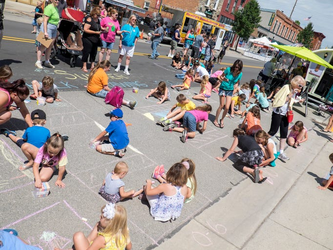 Kids get ready to compete in the chalk drawing contest