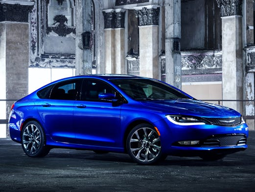 Chrysler 200 Mpg >> Epa Mileage Rating Puts New Chrysler 200 In The Game