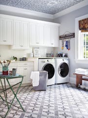 Laundry room designed by Thyme & Place Design, Wyckoff