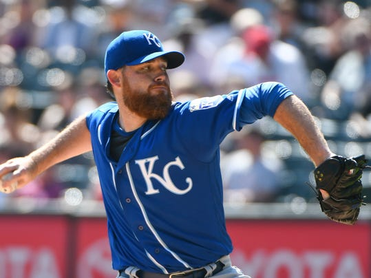 Kansas City Royals starting pitcher Ian Kennedy (31) delivers against the Chicago White Sox during the first inning of a baseball game in Chicago on Sunday, Sept. 24, 2017. (AP Photo/Matt Marton)