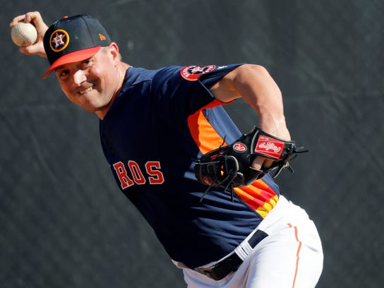 Houston Astros pitcher Joe Smith throws a bullpen session during spring training baseball practice Thursday, Feb. 15, 2018, in West Palm Beach, Fla. (AP Photo/Jeff Roberson)