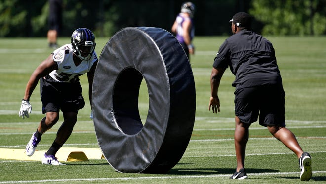 Baltimore Ravens linebacker Alvin Jones, left, runs a drill during an NFL football practice at the team's headquarters in Owings Mills, Md., Thursday, June 14, 2018.