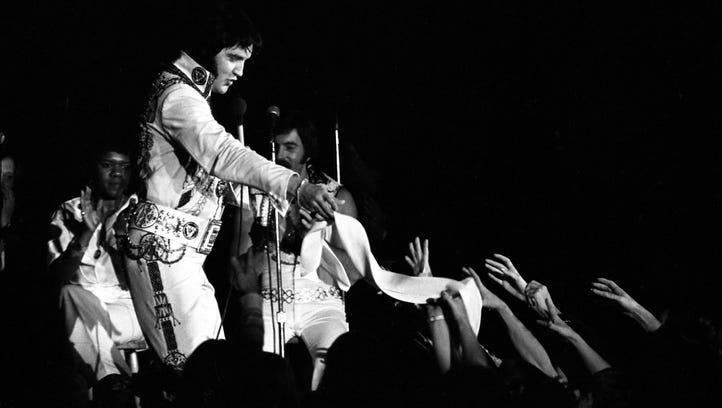 Elvis Presley in concert on October 24, 1976 at Roberts