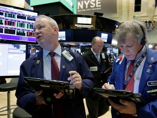 Stocks close lower as oil prices tumble to 43 dow falls for 14 wall street 23rd floor