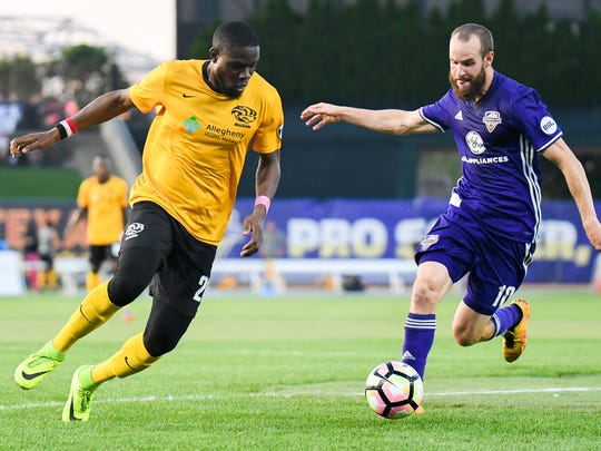Louisville City's Brian Ownby (10) plays against Pittsburgh