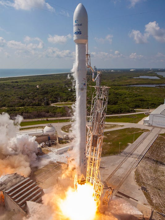 636251148704159710-spacex-eutelsat-abs2-launch.jpg
