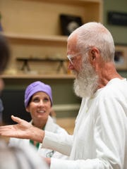 David Letterman discusses cancer research with Dr.