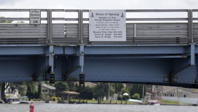 Although Menasha aldermen and the mayor are debating plans for the Racine Street bridge, the state Department of Transportation plans to move ahead with its plans to replace the bridge.