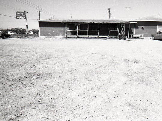 Inza's Lonesome Coyote Saloon on Kostoryz Road in 1979.
