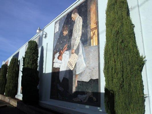 -SAL1128-SIL PD murals002.JPG_20121126.jpg