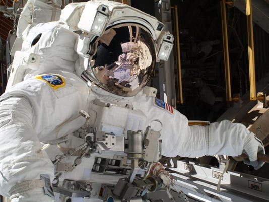 Space Station_Leig (2).jpg