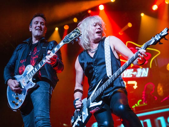 Vivian Campbell (left) and Rick Savage perform with