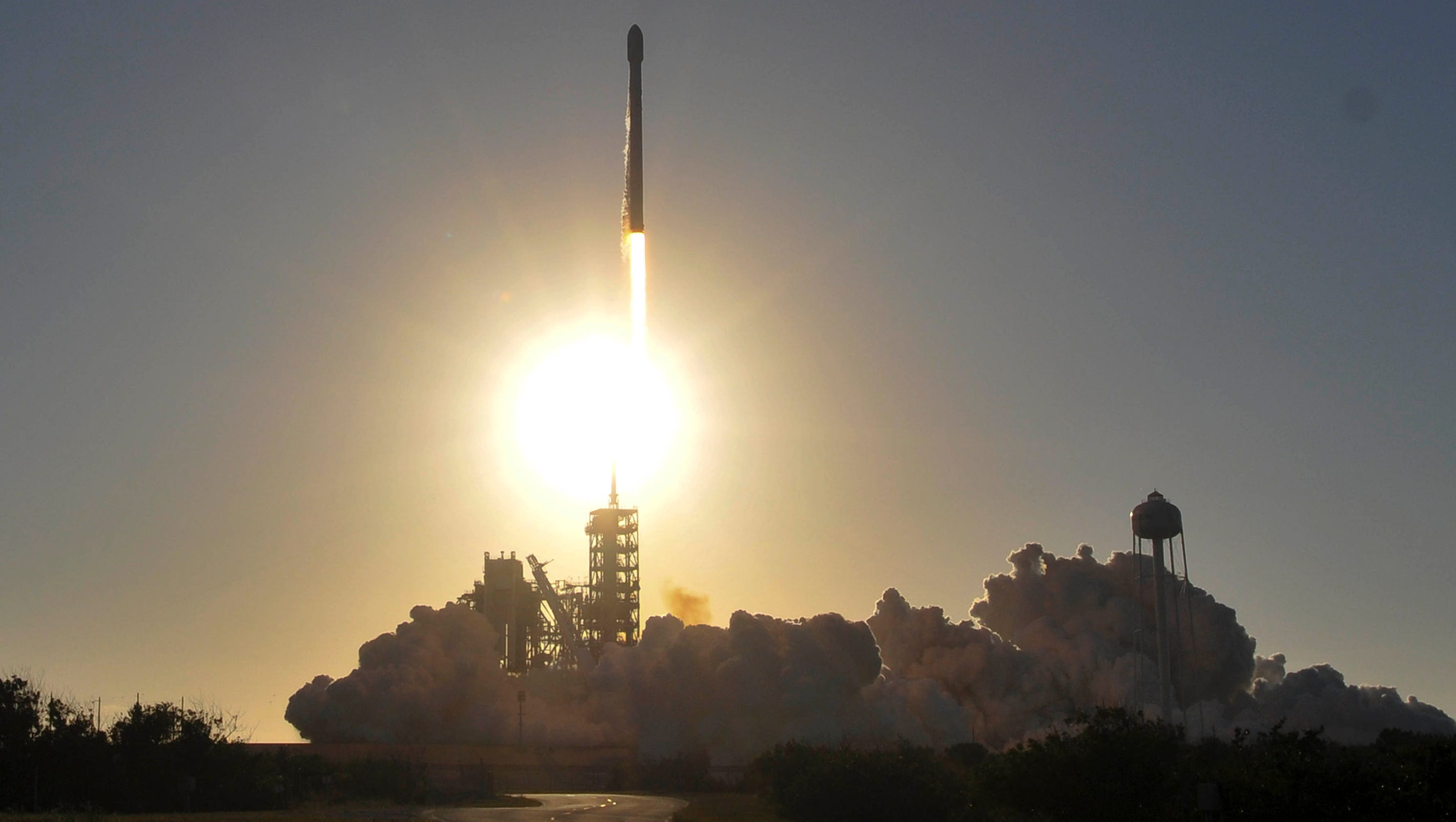 Photos: SpaceX launch with Inmarsat-5