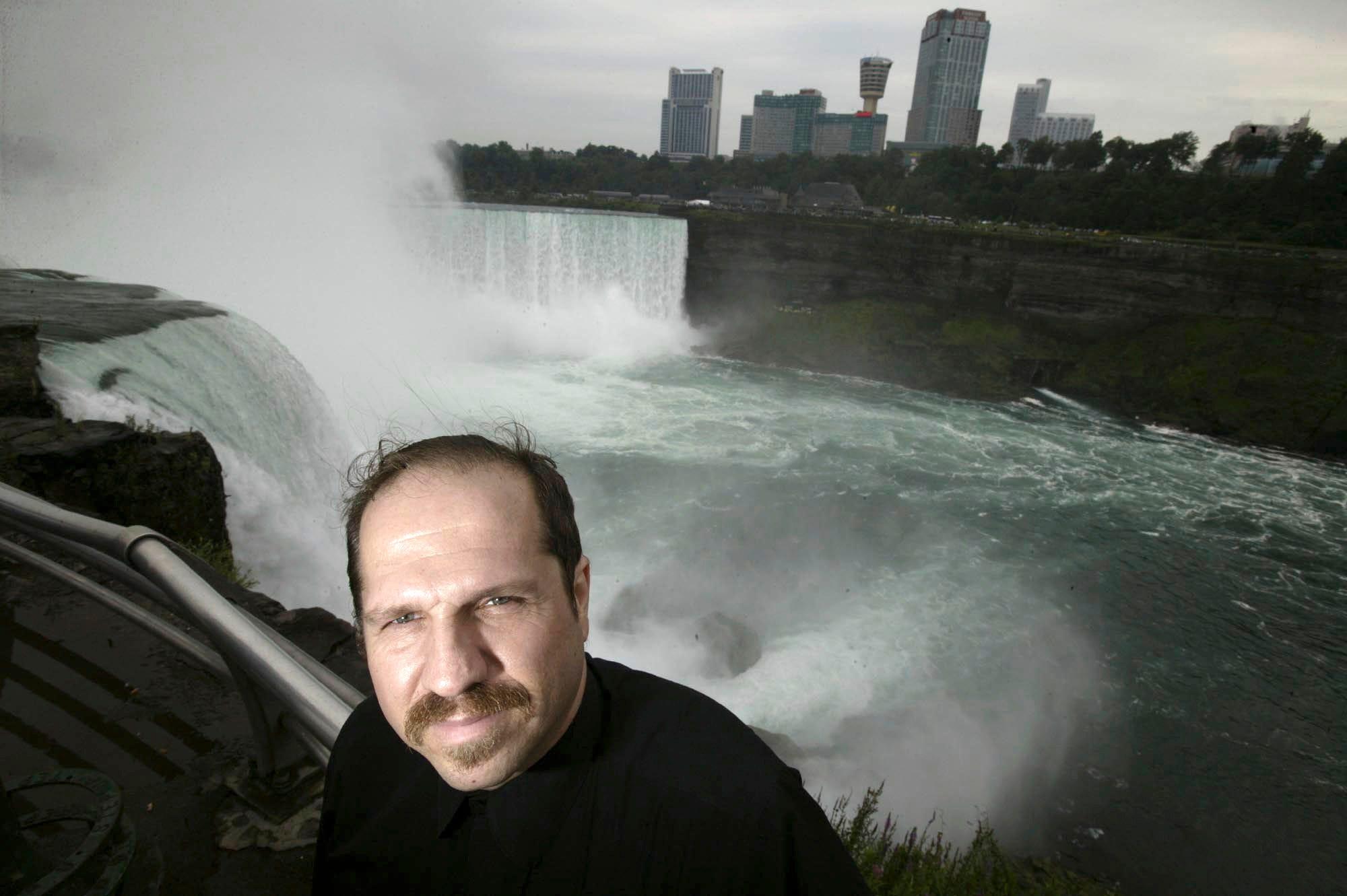 Niagara falls wife naked photos 43