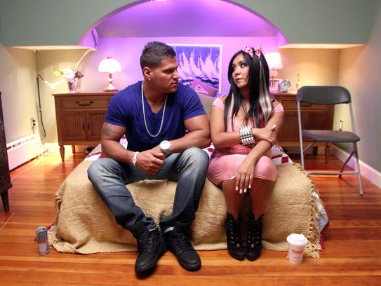 "Ronnie Ortiz-Magro and Nicole ""Snooki"" Polizzi wait"