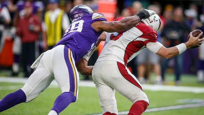 Minnesota Vikings defensive end Danielle Hunter (99) sacks Arizona Cardinals quarterback Carson Palmer (3) on fourth down late in the fourth quarter at U.S. Bank Stadium. The Vikings win 30-24.