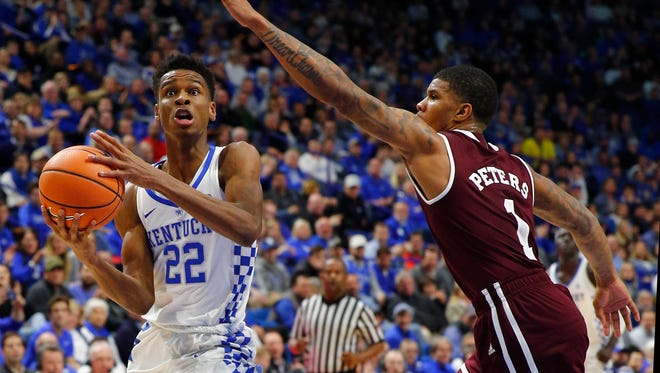 Jan 23, 2018; Lexington, KY, USA; Kentucky Wildcats guard Shai Gilgeous-Alexander (22) passes the ball against Mississippi State Bulldogs guard Lamar Peters (1) in the second half at Rupp Arena. Kentucky defeated Mississippi State 78-65.