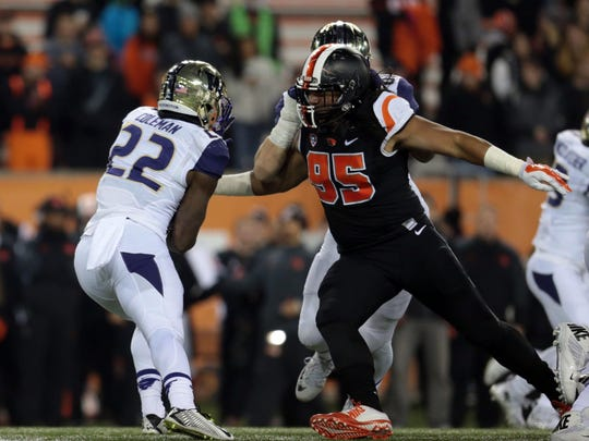 Nov 21, 2015; Corvallis, OR, USA; Oregon State Beavers wide receiver Koby Tripp (85) reaches out to tackle Washington Huskies fullback Lavon Coleman (22) at Reser Stadium. Mandatory Credit: Scott Olmos-USA TODAY Sports