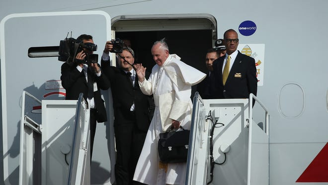 JOINT BASE ANDREWS, MD - SEPTEMBER 24: Pope Francis departs from Washington, DC en route to New York City on September 24, 2015 in Joint Base Andrews, Maryland.The Pope is on a six-day trip to the U.S., with stops in Washington, New York City and Philadelphia. (Photo by Patrick Smith/Getty Images) ORG XMIT: 580471059 ORIG FILE ID: 489827520