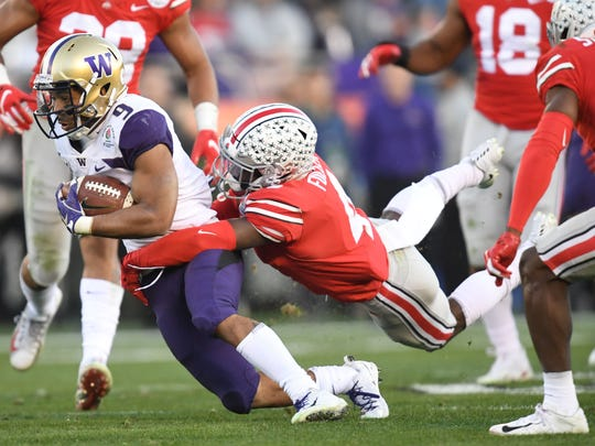 Washington Huskies running back Myles Gaskin runs against