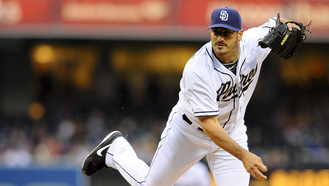 The Reds signed Jason Marquis to a minor-league deal with an invitation to big league camp.