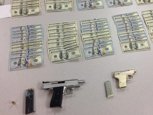 635802518062984718-recovered-cash-and-weapons-2458