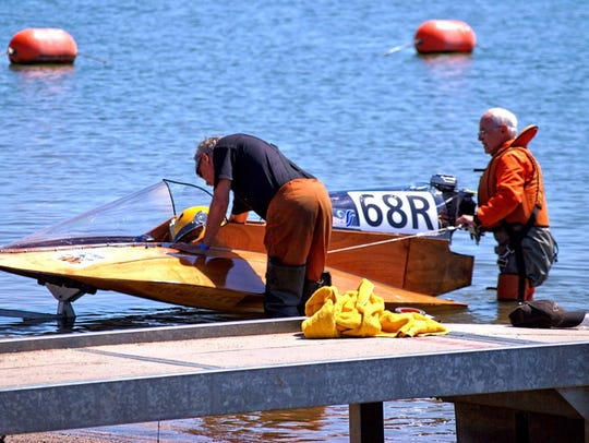 Bob Smiley and Bob Wartinger get their boat ready to make a record-setting run at a race in Oroville, Calif.