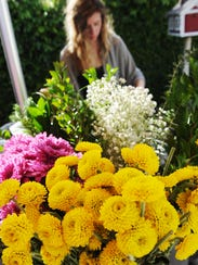 Student volunteer trainer Alicia Nibarger uses flowers