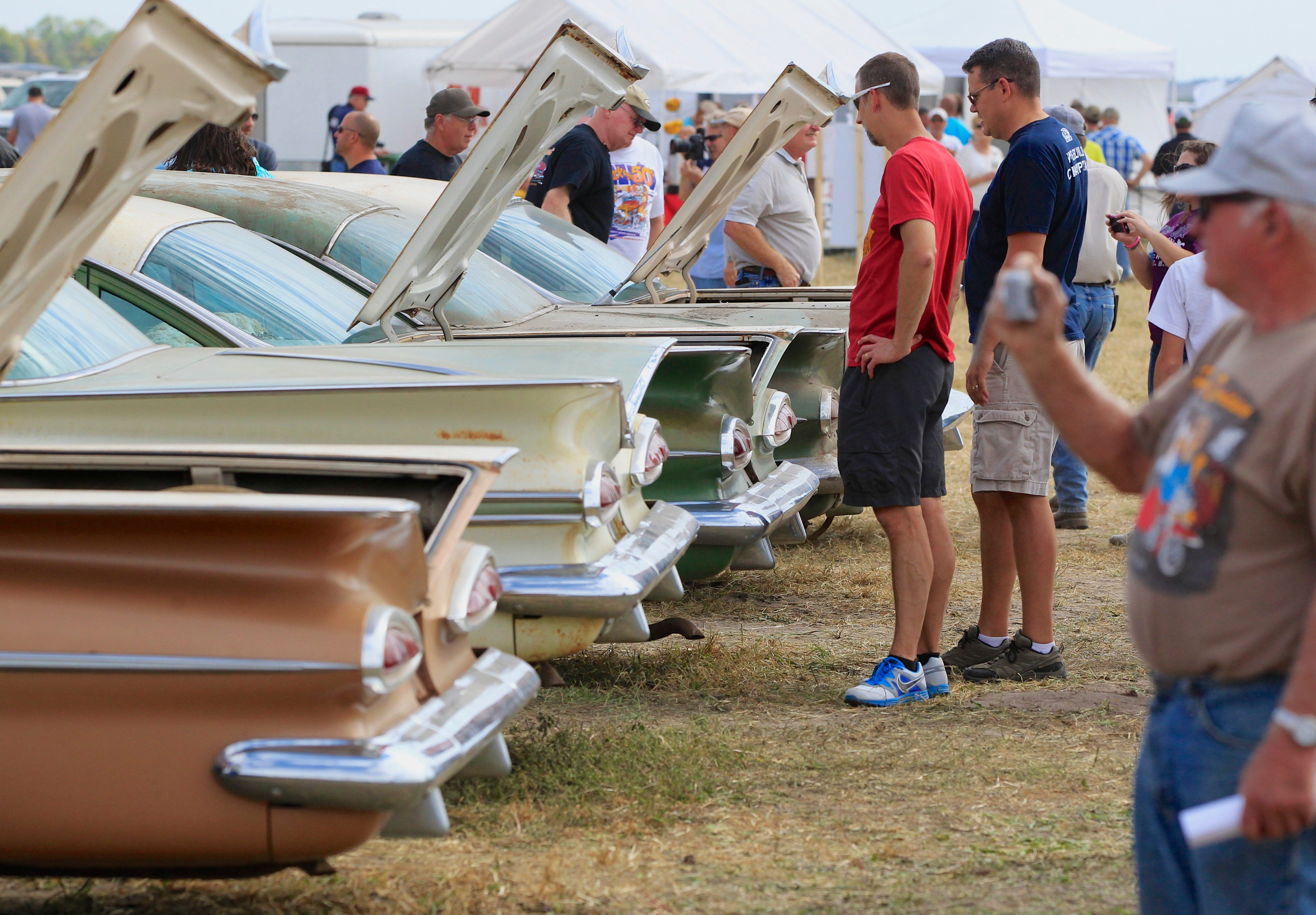 dealer 39 s trove of vintage chevrolets auctioned. Black Bedroom Furniture Sets. Home Design Ideas