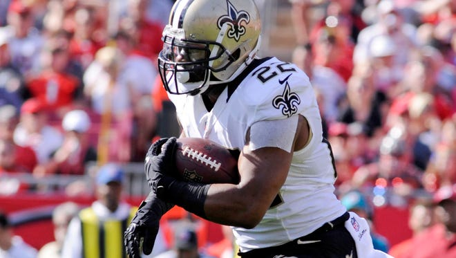 New Orleans Saints running back Mark Ingram (22) runs the ball against the Tampa Bay Buccaneers in the first half at Raymond James Stadium. Mandatory Credit: David Manning-USA TODAY Sports