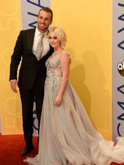 RaeLynn arrives on the red carpet at the 2016 CMA Awards