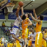 Tennessee pulls away from Chaminade, 95-81