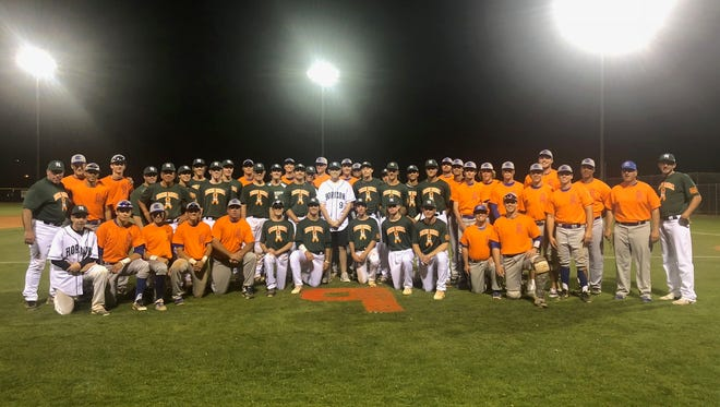 Sandra Day O'Connor baseball players show solidarity with Horizon in honor of Collin Demas, who is battling leukemia.