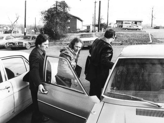 Morristown psychic Bobby Drinnon, center, is pictured with private detective Raymond Anderson, left, and Knoxville Police Department Detective Jim Winston during the search for missing six-year-old Avery (Peaches) Shorts on Dec. 31, 1980, at Montgomery Village. (Michael Patrick/News Sentinel)