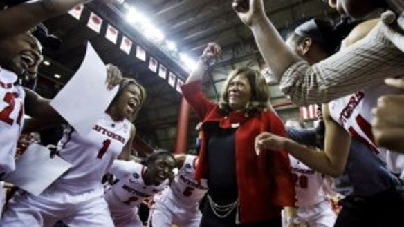 Women's basketball coach C. Vivian Stringer celebrates her 900th career victory with her Rutgers team in February 2013. (AP)