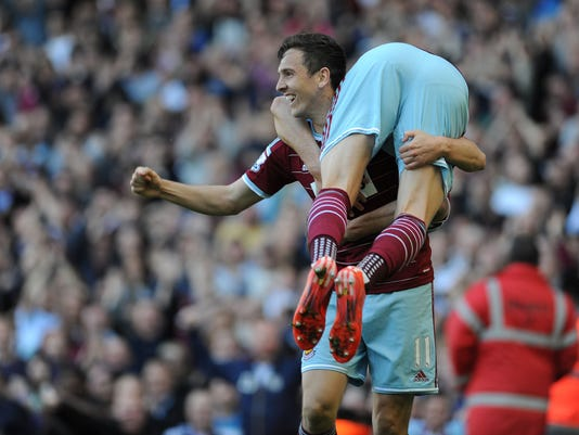 West Ham United's Stewart Downing celebrates scoring their first goal with his teammates, during their English Premier League soccer match at Upton Park, London, England, Saturday, May 16, 2015. (Daniel Hambury/PA via AP)     UNITED KINGDOM OUT     -   NO SALES    -    NO ARCHIVES