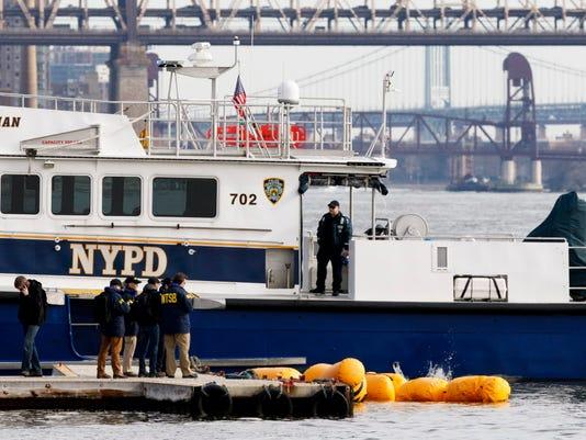 EPA USA NEW YORK HELICOPTER CRASH FOLLOW UP DIS TRANSPORT ACCIDENT USA NY