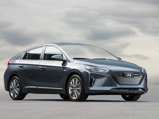 Review Hyundai Ioniq Hybrid Aims For Top Gas Mileage