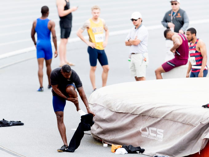 Justin Gatlin prepares for an attempt to break the