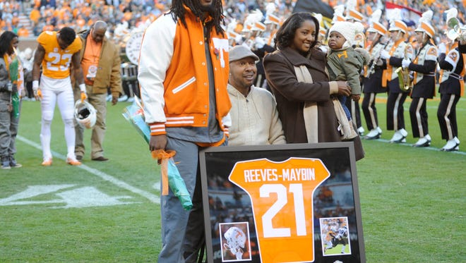 Tennessee linebacker Jalen Reeves-Maybin (21) poses with family members during Senior Day presentations before the final game of the 2016 season against Missouri at Neyland Stadium on Saturday, Nov. 19, 2016.