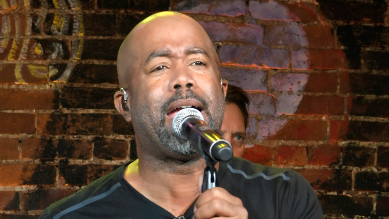 Darius Rucker helps Habitat for Humanity